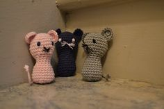 Pink, black and grey mouses