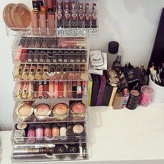 ᏁᎥƙƘᎥ ℒᎧᏤᏋᎦ Makeup Storage, Makeup Organization, Makeup Trends 2018, Beauty Makeup, Hair Makeup, Makeup Supplies, Beauty Room, All Things Beauty, Makeup Collection