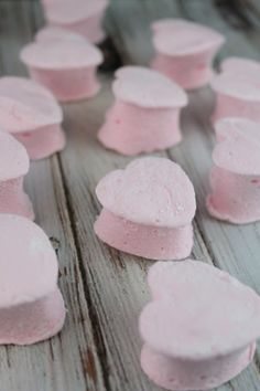 Easy homemade marshmallow recipe. You will never go back to buying marshmallows again!
