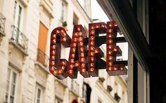 Banderolas artísticas para la decoración de fachadas de tiendas y comercios