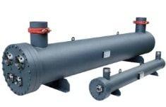 Кожухотрубный испаритель WTK TCE 923      Кожухотрубный теплообменник-испаритель WTK TCE 923 разработан для процессов кондиционирования воздуха (для высоких температур) и для охлаждения (при низких температурах).    Трубный пучок состоит из предварительно смоделированных U-образных труб, которые обладают высоким коэффициентом теплопередачи.    Кроме того, пучок может быть полностью отделен от корпуса (начиная с модели с номинальной мощностью 58 кВт) и дает возможность изменить положение…