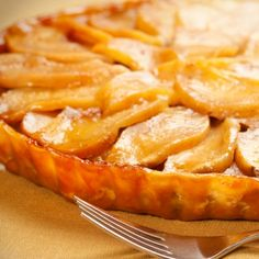 An easy apple tart recipe with a delicious caramel sauce.. Caramel Apple Tart Recipe from Grandmothers Kitchen.