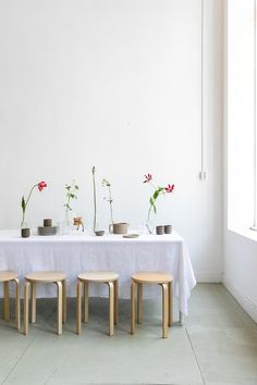 tablesetting at atelier verdenius - styling & photography by marieke verdenius New Series, Ikebana, Hygge, Decoration, Tablescapes, Table Settings, Dining Table, Photography, Inspiration