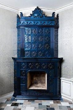 Home Fireplace, Fireplace Surrounds, Fireplace Design, Fireplaces, Cast Iron Stove, Vintage Stoves, Antique Stove, Cooking Stove, Rocket Stoves