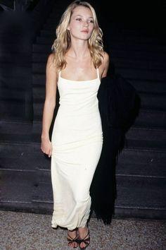 Les robes de mariée tendance 90's Nineties http://www.vogue.fr/mariage/tendances/diaporama/les-robes-de-marie-tendance-90s-nineties/23546#les-robes-de-marie-tendance-90s-nineties-12
