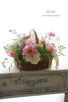 Basket Flower Arrangements, Flower Planters, Flower Pots, Floral Arrangements, Dried Flowers, Fresh Flowers, Silk Flowers, Beautiful Flowers, Ikebana