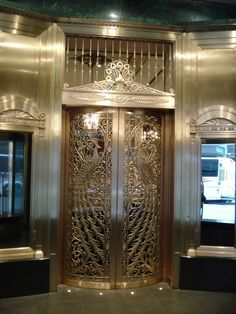 Tiffany Peacock doors at the Palmer House-Chicago, Illinois. Portal, Islamic Architecture, Architecture Details, Art Deco, Art Nouveau, Castle Doors, Art Du Monde, Palmer House, London Museums