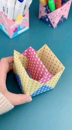 Origami Paper DIY Pen Holder - We love DIY School Supplies and Desk tidies. And one thing we love making over and over is a pen - Diy Crafts Hacks, Diy Crafts For Gifts, Diy Arts And Crafts, Creative Crafts, Diy Projects, Paper Crafts Origami, Paper Crafts For Kids, Diy Paper, Paper Flowers Craft