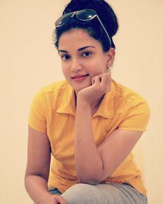 Honey Rose Beautiful HD Photoshoot Stills & Mobile Wallpapers HD South Indian Actress, Beautiful Indian Actress, Beautiful Actresses, Hd Wallpapers For Mobile, Mobile Wallpaper, Cute Girl Pic, Cute Girls, Indian Actresses, Actors & Actresses