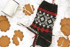 Knitting Socks, Mittens, Advent, Christmas Stockings, Knitwear, Knit Crochet, Gloves, Holiday Decor, Sweet