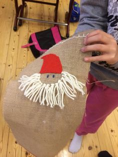 Joulukorttipussi (2.lk) Alkuopettajat FB -sivustosta / Heli Veijola Christmas 2016, Christmas Crafts, Christmas Decorations, Christmas Brownies, Projects For Kids, Weaving, Reusable Tote Bags, Crafty, Stitch