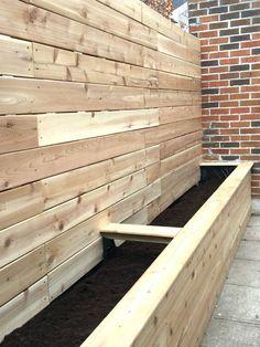 Urban Backyard: The Inspiration ma cour urbaine cour urbaine Garden Privacy, Backyard Privacy, Backyard Fences, Backyard Landscaping, Backyard Ideas, Back Gardens, Outdoor Gardens, Lawn And Garden, Home And Garden