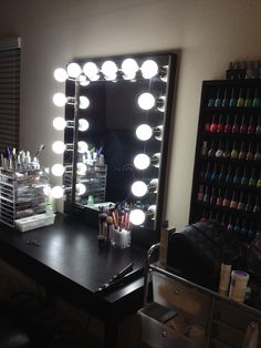Vanity makeup mirror with lights - I would kill for something like this <3