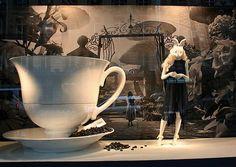 alice-in-wonderland-window-display