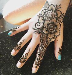 Cute And Pretty Mehndi Design Idea For Kids - Henna - Henna Designs Hand Henna Hand Designs, Henna Designs For Kids, Mehndi Designs Finger, Pretty Henna Designs, Latest Henna Designs, Henna Tattoo Designs Simple, Mehndi Designs Feet, Modern Mehndi Designs, Mehndi Design Photos