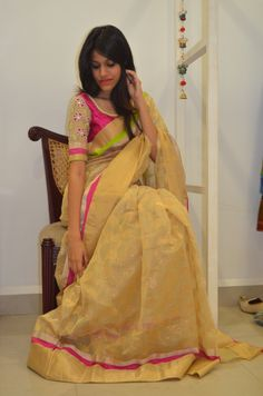 Discover recipes, home ideas, style inspiration and other ideas to try. Indian Attire, Indian Ethnic Wear, Ethnic Outfits, Indian Outfits, Blouse Patterns, Saree Blouse Designs, Ethnic Fashion, Indian Fashion, Stylish Sarees
