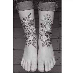 . Der Tattoo-Künstler Tritoan Ly sticht in seinem Studio Seventh Day Tattoo in Neuseeland beeindruckende, minimalistische Motive für seine Kunden. Die meist geometrisch und floral gehaltenen Tätowierungen erzielen trotz ihres liniert schattenlosen Black & Grey Style, eine sehr hohe Aufmerksamkeit…