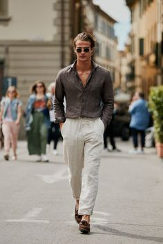 Men street styles 642607440561359321 - Pitti Uomo 94 – S/S 2019 – The Style Stalker – Street Style by Szymon Brzóska Source by The Suits, Mens Suits, Mode Masculine, Pocket Square Styles, Best Street Style, Men Street Styles, Classy Suits, Outfits Hombre, Men's Outfits