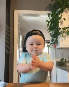 Cute Funny Baby Videos, Cute Funny Babies, Funny Videos For Kids, Funny Kids, Cute Kids Pics, Cute Love Pictures, Cute Little Baby, Little Babies, Baby Cooking