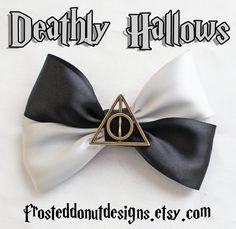 Deathly Hallows Harry Potter Inspired Bow door FrostedDonutDesigns, $9.25