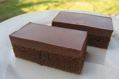 Bleskové čokoládové kocky s rumom: Hotové za 20 minút a cesto vždy mokré, práve vďaka špeciálnej poleve - Báječná vareška