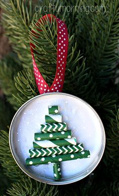 Mason Jar Lid Ornament (Straw Christmas Tree) - Crafty Morning - - Learn how to make a pretty mason jar lid ornament using glue, straws, and ribbon ot make a christmas tree design! These are great homemade christmas gifts. Homemade Christmas Decorations, Homemade Christmas Gifts, Diy Christmas Ornaments, Holiday Crafts, Handmade Christmas, Angel Ornaments, Christmas Presents, Christmas Tree Design, Noel Christmas