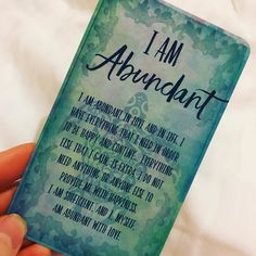 Even when I'm exhausted and feeling totally under the weather I can always rely on my I AM cards to lift me up and fill my heart  #iamcards #lorenslocumlahav #positiveaffirmations #fillyourcup Thank you @the.boss.mama for such a beautiful gift. #grateful