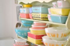 Collected just as much pyrex as in this picture, just in this summer. Perfect for my dream of a mismatched kitchen.
