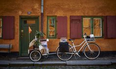 With more and more people moving to dense urban areas, car ownership is becoming increasingly impractical for many. As part of its push toward sustainability and elegant, everyday solutions, Ikea has designed an innovative new chainless bike that can be adapted for just about any need.
