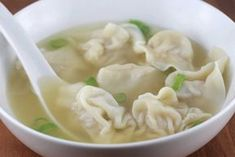 Recette: Soupe won ton. Easy Soup Recipes, Cooking Recipes, Spaghetti Soup, Mauritian Food, Lunch Buffet, Dumplings For Soup, Chinese Food, Asian Recipes, Food To Make