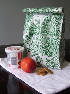 DIY: oilcloth lunch bag