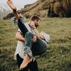 Inspira es perfeitas de foto de casal simples para copiar e postar no Insta Lu Amaral Studio Boudoir Couple, Couple Posing, Couple Shoot, Couple In Love, Photo Couple, Couple Goals, Halloween Costume Couple, Couples Halloween, Couple Photography Poses