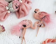 Light coral pink flamingo textile art brooch with feathers #embroidery #stumpwork #flamingo #brooch #polalab