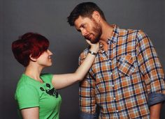 """Fan photo op at JIB2013: ''This is my beautiful Jensen photo OP. Can I just say how happy I am with this. I told Jensen if he knows that look that Dean always gets whenever somebody touches him affectionately, like how he kinda leans into it and looks all starved for it. Jensen immediately said, ''Sure, like that'', and that was it. Not sure how I survived that photo OP."""" (Ackleholics Anonymous) I would die!"""