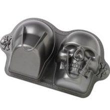 Skull Cake Mold. I WANT!!!