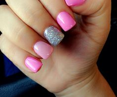 Pretty pink nails with sparkles. Perfect<3