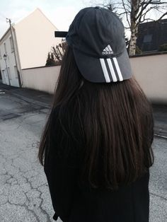 Street style: Adidas is the new black Mode Grunge, Bad Hair Day, Ulzzang Girl, Mode Inspiration, Mode Style, Belle Photo, Streetwear, Cute Outfits, Street Style