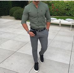 How to wear: olive dress shirt, grey dress pants, black leather low top Mode Outfits, Casual Outfits, Men Casual, Summer Outfits, Mens Fashion Suits, Mens Suits, Classy Mens Fashion, Mode Man, Moda Formal