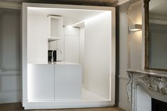 White box / contemporary kitchen / by capo-architectes  site web: www.capo-architectes.com