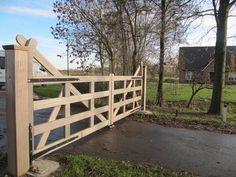 Engelse poort - Houten open inrijpoort - Landelijke poort met ondergrondse poortopener - Farm Poorten