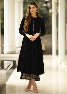 Simple Pakistani Dresses, Pakistani Dress Design, Pakistani Outfits, Velvet Pakistani Dress, Dress Indian Style, Indian Fashion Dresses, Indian Designer Outfits, Designer Party Wear Dresses, Kurti Designs Party Wear