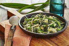 Spadellata con pak choi, cavolo cinese, taccole, spinaci e germogli di fagiolo