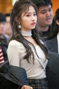 Sana-Twice 171126 Starfield Goyong Fansign Kpop Girl Groups, Korean Girl Groups, Kpop Girls, Nayeon, Sana Kpop, Asian Woman, Asian Girl, Sana Cute, Sana Momo