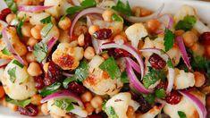 Květákový salát s cizrnou a brusinkami Me Clean, Pasta Salad, Potato Salad, Salads, Clean Eating, Potatoes, Fresh, Menu, Cooking