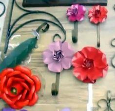 Como fazer Flor de lata de alumínio. Aprenda como fazer artesanato com material reciclado. A sugestão é de reciclagem de latas de bebibas