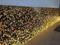 装飾アクリルパネル「Fiocchi Gold」施工事例/キッチン壁面