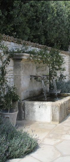 22 unique DIY fountain ideas to upgrade your garden – wall fountain in … - Modern Diy Fountain, Water Wall Fountain, Indoor Fountain, Walled Garden, Water Features In The Garden, Front Yard Landscaping, Landscaping Ideas, Courtyard Landscaping, Luxury Landscaping