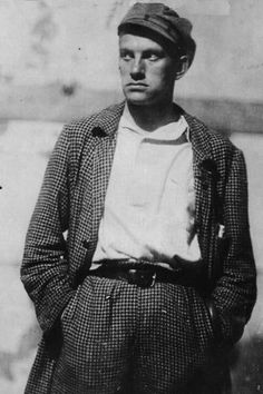 Mayakovsky's ghost in Kazan Rare Photos, Old Photos, Aragon, Vladimir Mayakovsky, Alexander Rodchenko, Russian Literature, Writers And Poets, Cute Gay Couples, Imperial Russia
