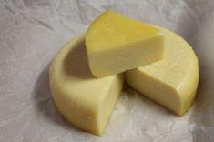 Készíts trappista sajtot házilag - home made edition - Nassolda Homemade Mozzerella, Homemade Cheese, Homemade Ice Cream, Dessert Book, Dessert Cookbooks, Homemade Caramel Recipes, How To Make Cheese, Antipasto, Candy Recipes