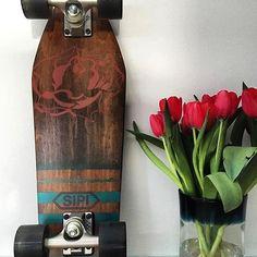 Feliç dia de Sant Jordi!!! #sipigoods #craftedbyhand #skateboards #santjordi #bcn #skate #woodworking #surf #rose #catalunya #goodtimes #goodvibes #streetstyle #Barcelona #California #PuertoRico